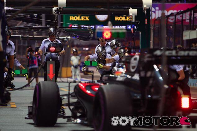 F1 por la mañana: McLaren y Renault arrancan sus monoplazas - SoyMotor