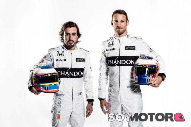 Fotografía de estudio de Fernando Alonso y Jenson Button - LaF1