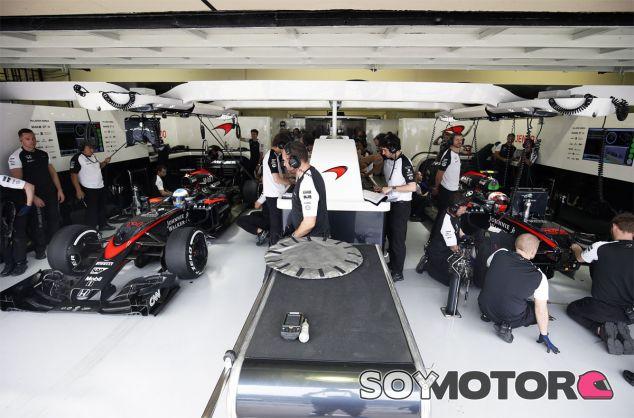 Eric Boullier está contento con el compromiso de sus pilotos - LaF1