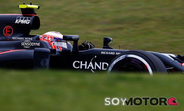 El paso de Button por McLaren da más valor a su título, según Goss - SoyMotor.com