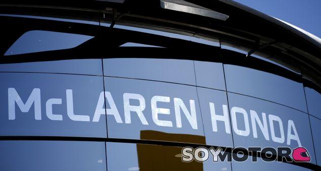 McLaren arranca el motor Honda del MCL32 - SoyMotor.com