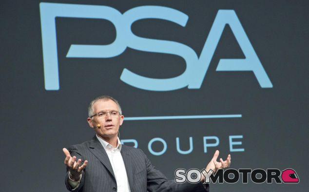 Carlos Tavares en plena exposición de los planes de futuro del Grupo PSA - SoyMotor