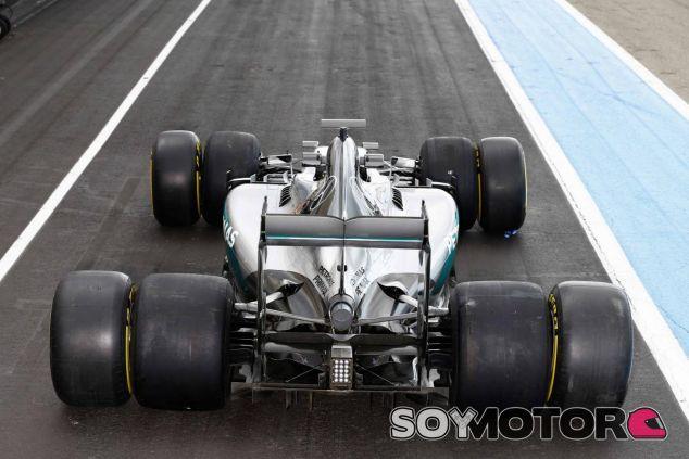 El Mercedes de este año con los neumáticos de la próxima temporada - SoyMotor