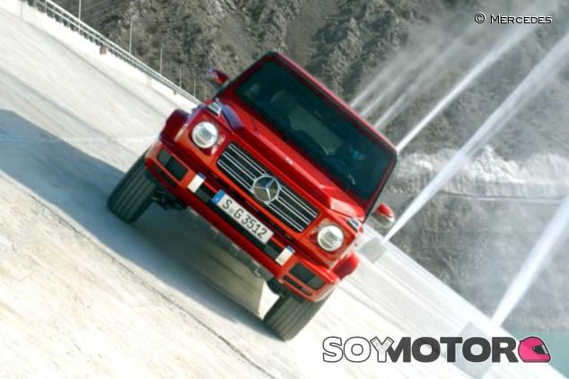 El Mercedes-Benz Clase G desafía a la física en la presa de Punta Negra, Argentina - SoyMotor.com