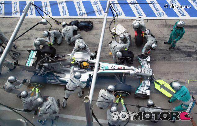 Pit stop de Lewis Hamilton en Italia - LaF1