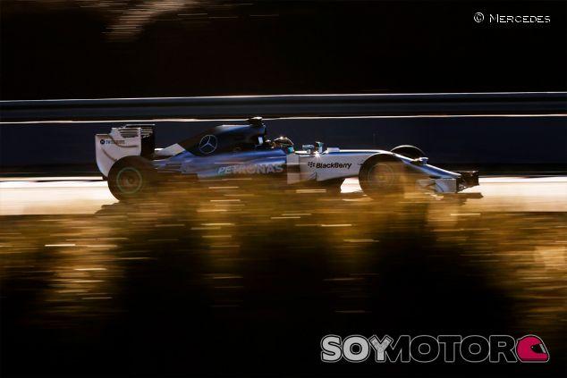 Lewis Hamilton durante los test de Jerez - LaF1