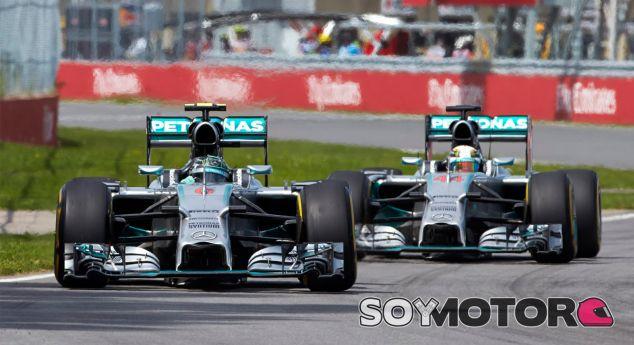 Nico Rosberg y Lewis Hamilton durante el Gran Premio de Canadá - Laf1