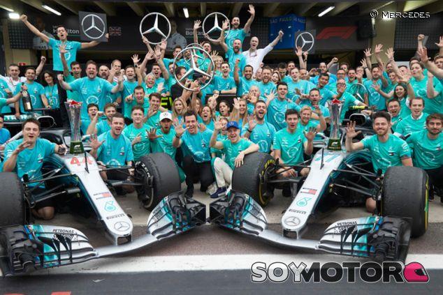 Celebración de Mercedes del quinto título en Interlagos - SoyMotor.com