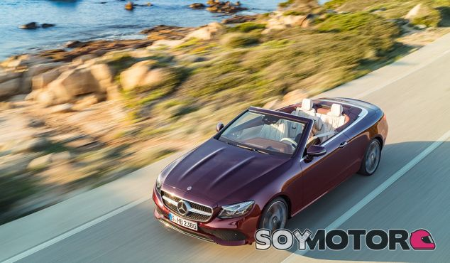 Mercedes Clase E Cabrio 2018: ¡así se recoge su capota! - SoyMotor.com