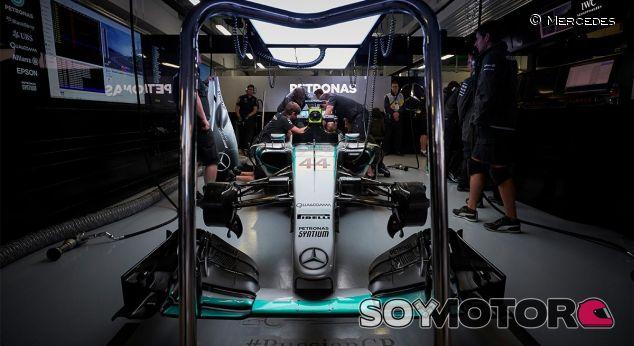 """Bernie: """"Mercedes y Ferrari dan V6 menos potentes a sus clientes"""" - LaF1"""