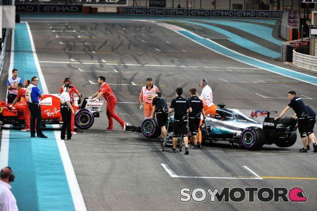 Los coches de Hamilton y Vettel durante el GP de Abu Dabi - SoyMotor.com