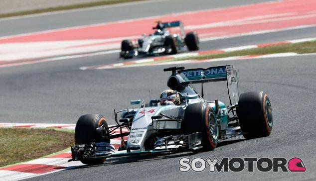 Lewis Hamilton y Nico Rosberg en Montmeló - LaF1