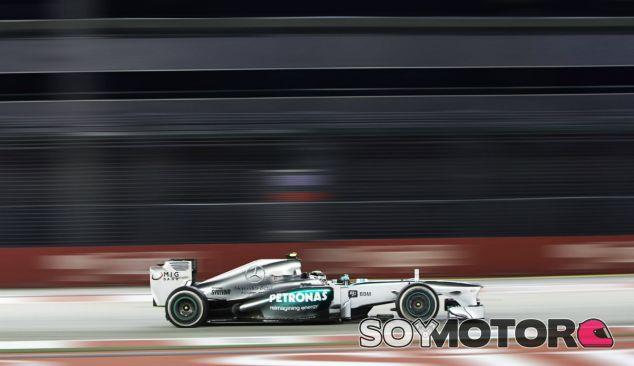 Lewis Hamiltona ha liderado la primera sesión de entrenamientos en Singapur - LaF1