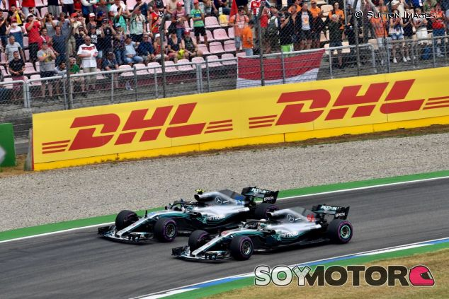 Lewis Hamilton y Valtteri Bottas - SoyMotor.com