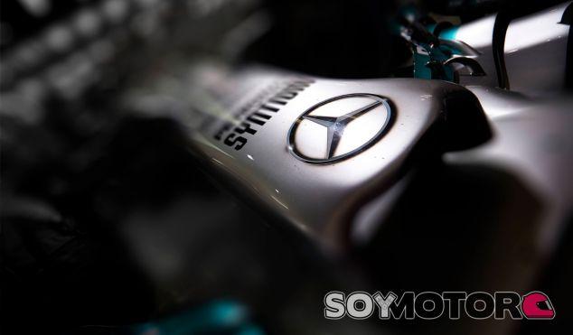 Detalle del frontal del Mercedes W05 - LaF1