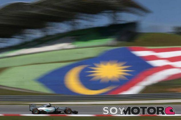 Nico Rosberg, en pista con el W06 de Mercedes en Sepang - LaF1.es