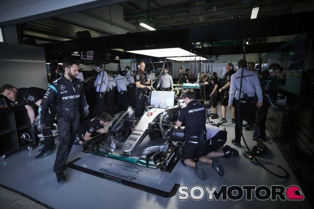 Mercedes se llevó un buen susto en México - SoyMotor