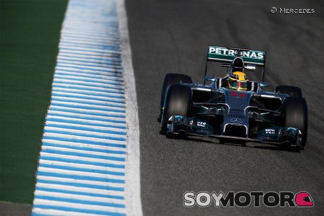 Lewis Hamilton con el Mercedes en Jerez - LaF1