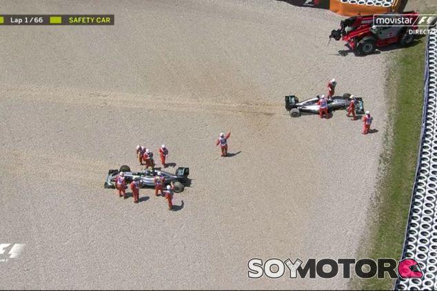 Rosberg y Hamilton abandonaron en la primera vuelta - LaF1