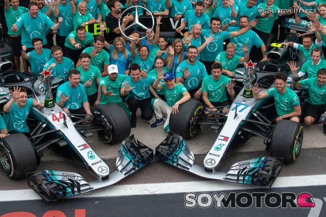 Hamilton, Bottas y todo el equipo Mercedes - SoyMotor.com