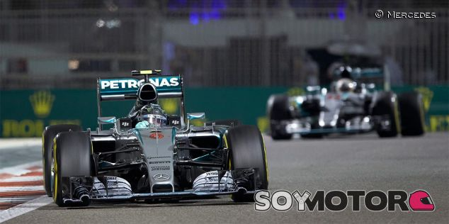 Nico Rosberg y Lewis Hamilton en Abu Dabi - LaF1
