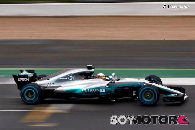 Lewis Hamilton en el filming day de Mercedes - SoyMotor