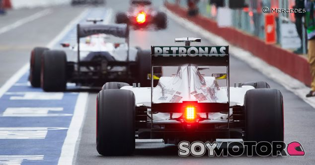 El Mercedes W04 en el pit lane de Gilles Villeneuve