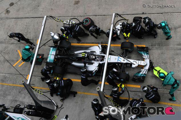 Pit-stop de Bottas en el GP de Malasia - SoyMotor.com