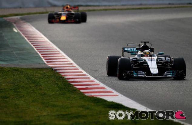 Hamilton delante de Verstappen en los tests del Circuit de Barcelona-Catalunya - SoyMotor