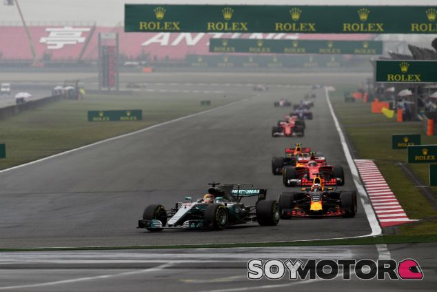 Red Bull sigue una estrategia distinta a Mercedes y Ferrari en China - SoyMotor
