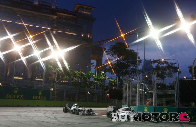Nico Rosberg y Lewis Hamilton en Singapur - LaF1