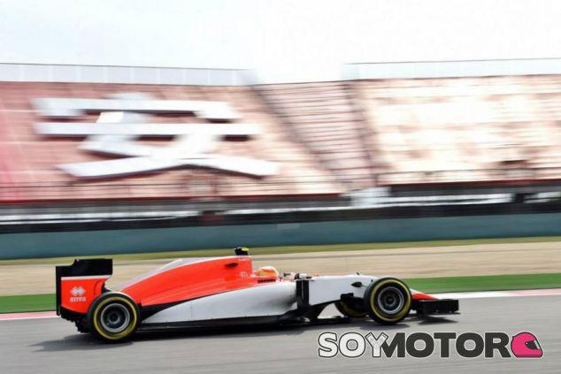 Roberto Merhi corriendo con el Manor en Shanghai - LaF1.es
