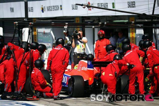 Merhi haciendo su única parada después del susto con Räikkönen - LaF1