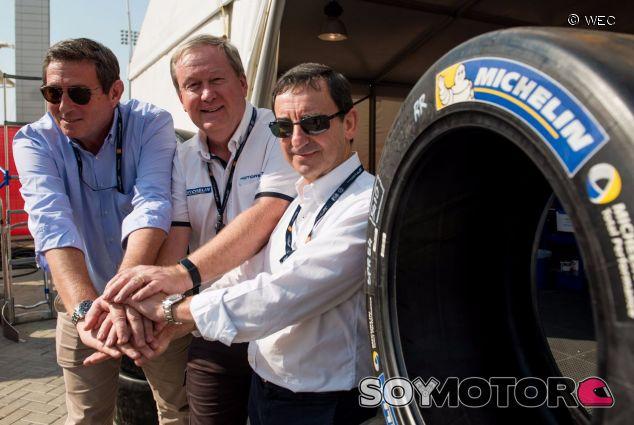 Foto del acuerdo de Michelin con el WEC – SoyMotor.com