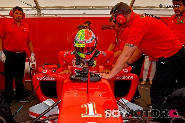 Mick Schumacher prueba el Ferrari F2004 en Hockenheim - SoyMotor