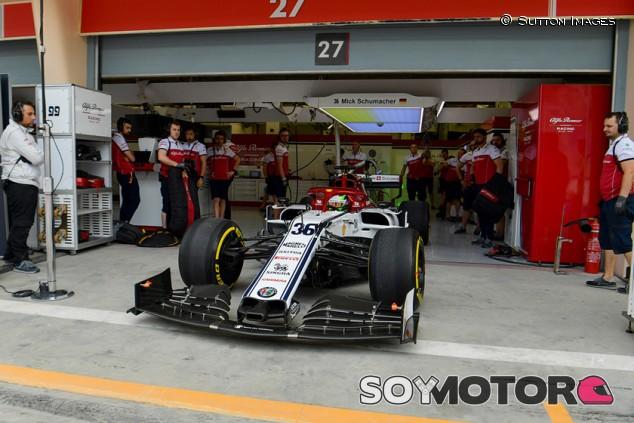 Mick Schumacher debuta con el Alfa Romeo C38 en el test de Baréin - SoyMotor.com