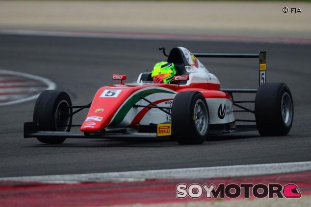 Mick Schumacher se estrenó con una doble victoria en Misano - LaF1