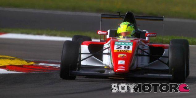 Mick Schumacher hace un 'Austria 2002' como su padre - LaF1.es