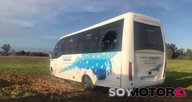 Muere el chófer de un bus escolar tras poner a sus niños a salvo - SoyMotor.com