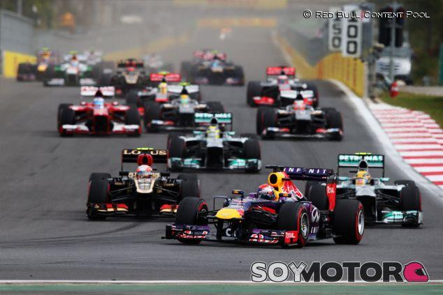 Los pilotos llegan a la curva tres tras la salida del Gran Premio de Corea - LaF1