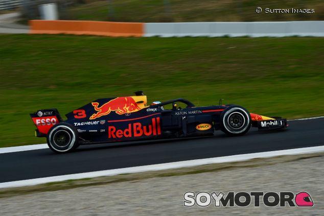 Ricciardo durante el Día 1 de test en Barcelona - SoyMotor.com
