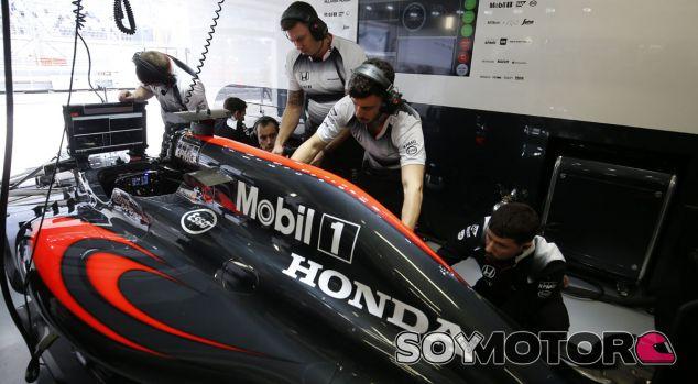 Horner confirma que montaron un Honda cuando se vieron sin motor - SoyMotor.com