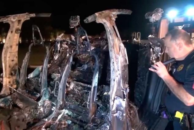 El Model S accidentado, YouTube Khou 11 - SoyMotor.com