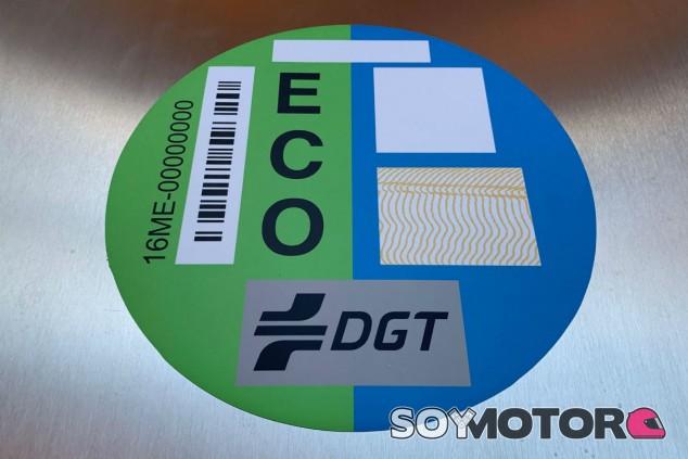 Cómo y cuándo cambiarán las etiquetas de la DGT - SoyMotor.com