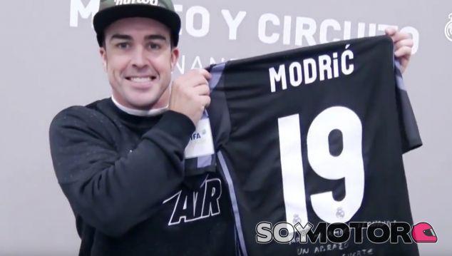 VÍDEO: El amigo invisible de Fernando Alonso y Modric - SoyMotor.com