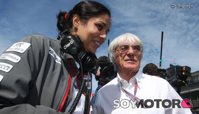 Monisha Kalterborn y Bernie Ecclestone juntos en la parrilla de salida