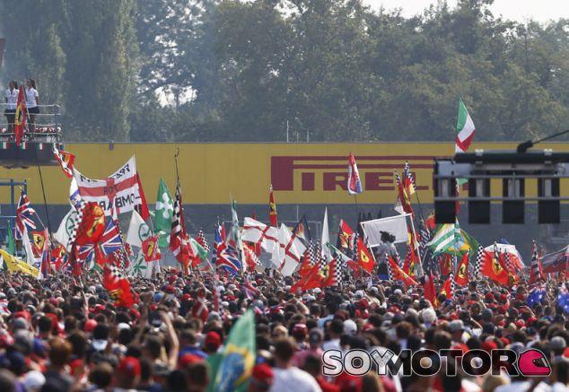 El circuito de Monza abarrotado de público en 2014 - LaF1.es