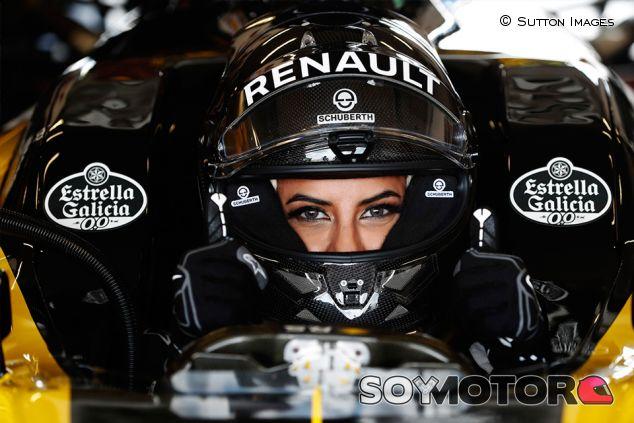 Aseel Al Hamad en un F1 de Renault - SoyMotor.com