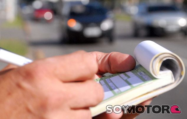 Las multas más curiosas - SoyMotor.com