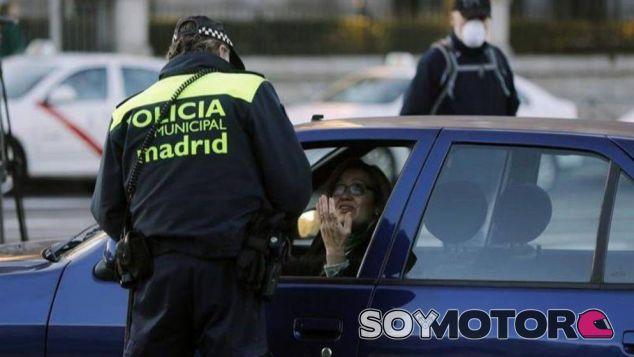 Multa de un agente de la policía madrileña – SoyMotor.com